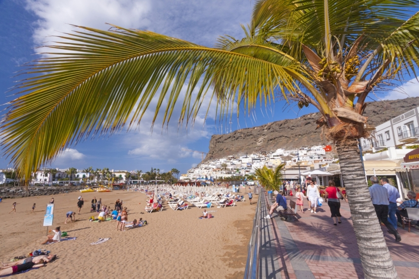 Puerto de Mogán beach and promenade