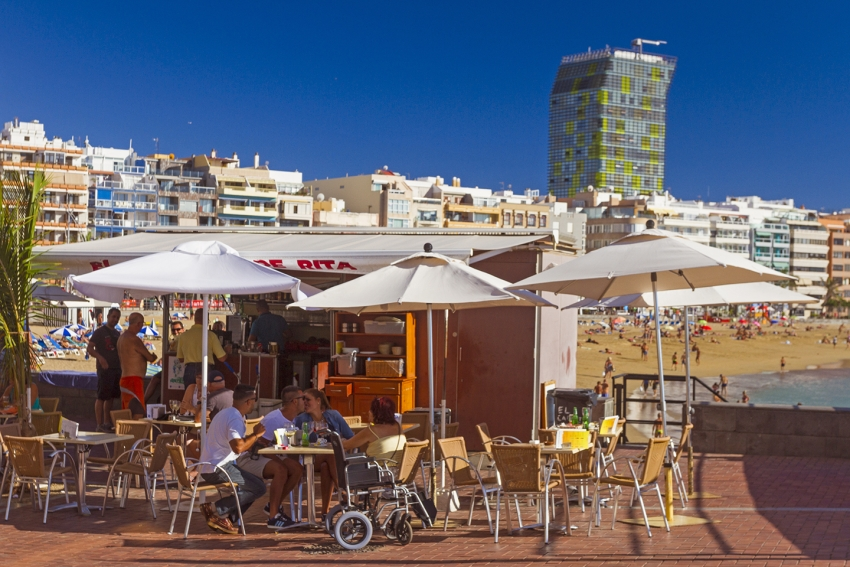 Eat like a local at Las Canteras beach