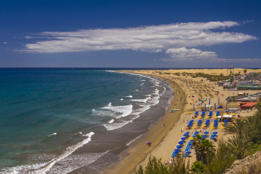 The vast Playa del Inglés beach in Gran Canaria