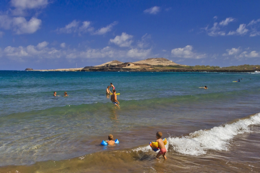Ojos de Garza beach right by Gran Canaria airport