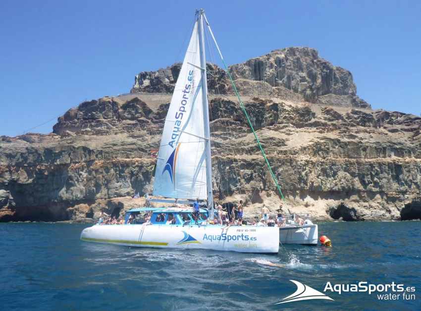 The Magic Catamaran in Gran Canaria is ideal for water sports
